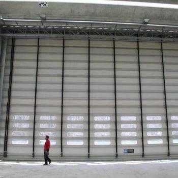 La porta rapida industriale ad impacchettamento Megapack è una chiusura ideata e progettata per ambienti industriali estremi.